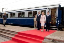 """Şcoala Populară de Arte """"Tudor Jarda"""", instituţie de cultură subordonată Consiliului Judeţean Cluj, organizează expoziţia de pictură decorativă pe lemn, intitulată """"Poveşti din inima ţării"""", aparţinând Şcolii Populare de Arte"""